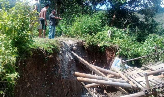 Longsor Mengakibatkan Dua Jembatan Di Musi Rawas Utara Roboh