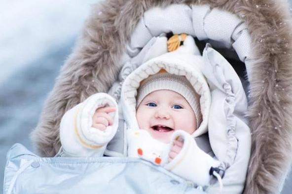 Tips agar tubuh bayi tetap hangat di musim dingin
